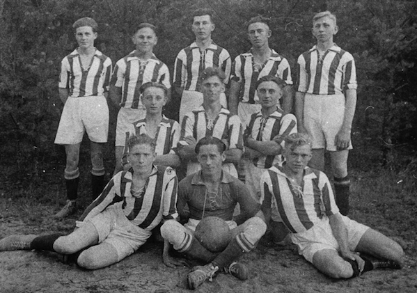 1921: Neuer Platz und 1. Aufstieg